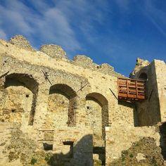Il #castello del #volterraio tra #portoferraio e #rionelleba nello scatto di Jacopo Fanetti. Continuate a taggare le vostre foto con #isoladelbaapp il tag delle vostre vacanze all'#isoladelba