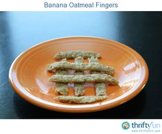 Banana Oatmeal Fingers are a great breakfast or snack for babies and toddlers. I make these for my 10 month old son and he loves them. Toddler Meals, Kids Meals, Toddler Food, Toddler Recipes, Baby Meals, Baby Boys, Baby Breakfast, Breakfast Ideas, Breakfast Recipes