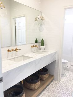 A few months ago I shared a few details about our Arboles Project Bathroom, a beautiful modern marble space emphasizing clean-lines and efficiency. Today, I am excited to reveal the finished room and