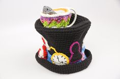 Crochet Tops Alice in Wonderland Crochet Top Hat Gallery - The Crochet Crowd had a contest for the best Alice in Wonderland Crochet Hat. Nearly 350 hats were received. These are most of the entries. Crochet Beanie, Knit Or Crochet, Easy Crochet, Crochet Toys, Knitted Hats, Crochet Crowd, Halloween Crochet, Crochet Accessories, Crochet Projects