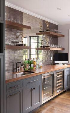 Home Design, Home Bar Designs, Küchen Design, Grey Kitchen Designs, Interior Design Kitchen, Interior Ideas, Wooden Table And Chairs, Brown Kitchens, Dark Kitchen Cabinets