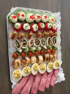 is about presentation the other is how it tastes. People begin tasting the food with their eyes first. Finger Food Appetizers, Finger Foods, Appetizer Recipes, Party Food Buffet, Food Platters, Cheese Platters, Snacks Für Party, Appetisers, High Tea