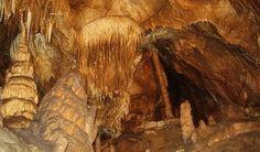 Jaskyňa Zlá diera Lipovce Jediná známa jaskyňa a od roku 1999 sprístupnená na území Prešovského okresu.   Jasovská jaskyňa Jasov Jasovská jaskyňa patrí medzi najvýznamnejšie jaskyne Národného parku Slovenský kras.