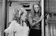 Dolly Parton as Truvy Jones and Daryl Hannah as Annelle Dupuy-Desoto in Steel Magniolias directed by Herbert Ross, 1989 Steel Magnolias Quotes, Steel Magnolias 1989, Magnolia Movie, Movie Stars, Movie Tv, Daryl Hannah, Movie Lines, Music Film, Steel Magnolias