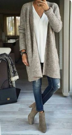 Casual jean look with long oversized cardigan in grey – Lässiger Jeans-Look mit langer Oversize-Strickjacke in Grau – # Lässigen Jeans, Mode Jeans, Casual Jeans, Dress Casual, Skinny Jeans, Jeans Style, Ripped Jeans, Shirt Style, Looks Chic