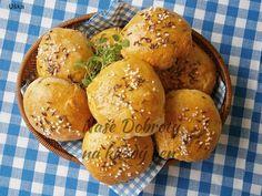 Recept Bochánky s tvarůžkovou náplní - Naše Dobroty na každý den Hamburger, Bread, Food, Brot, Essen, Baking, Burgers, Meals, Breads