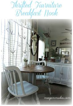 Breakfast Nook with Thrifted Furniture - Christy @ Our Southern Home - Breakfast Nook with Thrifted Furniture My Breakfast Nook Styled with Thrifted Furniture was a long process. But after lots of thrift shopping, painting and styling it looks amazing. Breakfast Nook Furniture, Small Condo, Furniture Makeover, Furniture Projects, Diy Furniture, Diy Projects, Southern Homes, Farmhouse Chic, Home Decor Inspiration