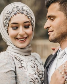 ✔ Couple Outfits For Wedding Dresses Muslim Wedding Gown, Hijab Wedding Dresses, Wedding Outfits, Wedding Ceremony, Modern Hijab Fashion, Muslim Fashion, Turban Hijab, Hijab Dress, Pashmina Hijab Tutorial