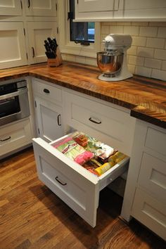 Basic Kitchen Area Concepts For Inside or Outside Kitchen areas – Outdoor Kitchen Designs Outdoor Kitchen Countertops, Concrete Countertops, Kitchen Cabinets, Kitchen Appliances, White Cabinets, Kitchen Backsplash, Backsplash Design, White Appliances, Basic Kitchen