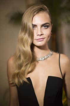 """Unlike the warm tones of honey blondes or the pearl-like tint in cooler colors, neutral blondes blend several blonde shades for an all over """"nude"""" look."""