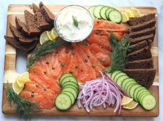 Homemade Lox Platter - So Happy You Liked It Smoked Salmon Platter, Smoked Salmon Appetizer, Fish Platter, Salmon Lox, Lemon Salmon, Sockeye Salmon, Breakfast Platter, Holiday Appetizers, Appetizer Ideas