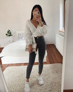 🤗 Brands are tagged (Anzeige) Source by uisabelcasanova outfits verano Teenager Outfits, College Outfits, Cute Casual Outfits, Simple Outfits, Summer Fashion Outfits, Spring Outfits, Mode Outfits, Mode Inspiration, Everyday Outfits