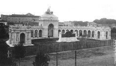 L'ex Monumento a Verdi nel 1920 andato poi distrutto in seguito ai bombardamenti della seconda guerra mondiale. Parma.