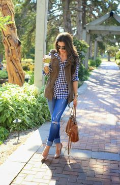Look chic, stay cool in one of these 14 Vests To buy now. The vest is an ideal garment to go from summer to fall. Autumn Look, Fall Winter Outfits, Autumn Winter Fashion, Fall Fashion, Fashion Moda, Womens Fashion, Casual Outfits, Cute Outfits, Winter Stil