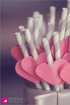 Paper heart straws - Sweet Hearts and Valentines Day DIY craft idea to go with drinks Valentines Day Party, Valentine Day Crafts, Love Valentines, Heart Day, Ideias Diy, Paper Crafts, Diy Crafts, Valentine's Day, Diy Party
