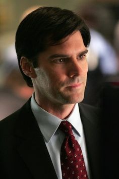 Thomas Gibson looks so young in this season 1 photo from Criminal Minds!
