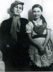 Miklós Radnóti and his wife, 1937 Miklós Radnóti – was a famous Hungarian poet who died in The Holocaust. I Love Books, Great Books, Writers And Poets, Celebrity Gallery, The Martian, Beautiful Couple, Vintage Photography, Color Inspiration, Vintage Photos