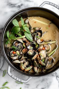 Thai Lemongrass Coconut Clams — Cooking with Cocktail Rings - Muscheln Rezept Clam Recipes, Seafood Recipes, Gourmet Recipes, Asian Recipes, Cooking Recipes, Healthy Recipes, Ethnic Recipes, Soup Recipes, Dinner Recipes