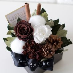 Autumn Box | オータムボックス(完成品) How To Wrap Flowers, How To Preserve Flowers, Small Flowers, Dried Flowers, Pretty Flowers, Colorful Flowers, Paper Flowers, Flower Box Gift, Flower Boxes