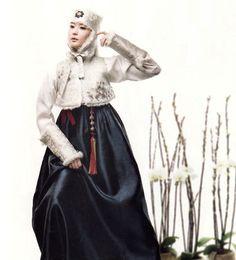 한복 hanbok, Korean traditional clothes | modern  but with the elegance seen in Joseon court clothing