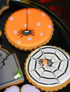 25 Not-So-Scary Halloween Desserts Halloween Cookies Bolo Halloween, Postres Halloween, Dessert Halloween, Halloween Sugar Cookies, Halloween Goodies, Halloween Treats, Halloween Porch, Easy Halloween, Halloween Biscuits