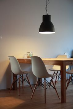 Hektar lamp dark grey, 38 cm, IKEA, oak table - Jysk, white chairs