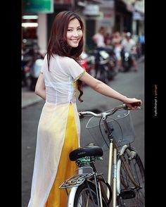 5406944021 | Áo Dài Lung Thị Linh | Flickr