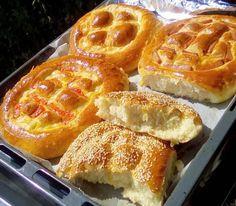 Τα πιο αφράτα αλμυρά ψωμάκια τώρα και γεμιστά! Waffles, French Toast, Breakfast, Food, Morning Coffee, Meals, Waffle, Yemek, Morning Breakfast