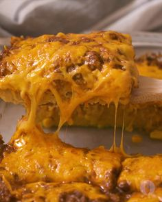 Comfort food doesn't get better than this CHEESY Spicy Chilli Poke Cornbread Casserole👇😍😱 Easy Healthy Recipes, Quick Easy Meals, Meat Recipes, Crockpot Recipes, Cooking Recipes, Oven Recipes, Pasta Recipes, Cooking Tips, Meat Appetizers