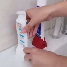 Rolling Tube Toothpaste Squeezer - Decoration for All Simple Life Hacks, Useful Life Hacks, Toothpaste Squeezer, Camper Hacks, Diy Kit, Home Gadgets, Kitchen Gadgets, Cool Inventions, Home Hacks