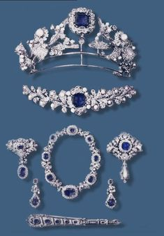 In1894thePolishCount #Lanckoronski commissioned the jewelerChaumet a parure of #sapphires& #diamonds 4his wife.The set was very special4the extraordinary beauty of blue stones& created a considerable interest because it was made ​​withEastern sapphires from the same source.It is known that the brooch was sold inGeneva at a famous auction house for480,000Swiss francs tiara was sold for650,000Swissfrancs.Anything is known about the necklace from the corset.