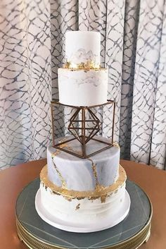 Metallic wedding cake will look luxurious on a holiday of any subject. Gold, silver and glittering elements are perfectly combined with any color range and style! #weddingforward #wedding #bride#WeddingCakes #metalliccake