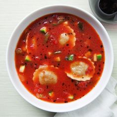 This hearty veggie & ravioli soup is a lunch both adults and kids will crave! #LunchADay