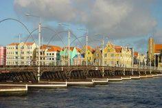 Queen Emma pontoon bridge, Willemstad