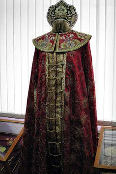 Традиционный русский женский боярский костюм