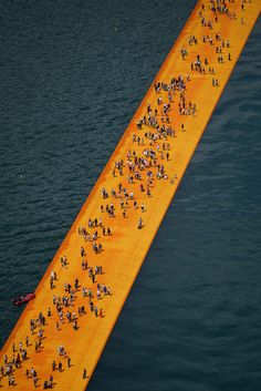 the-Floating-Piers-christo-and-jeanne-claude-lake-iseo-italy-7