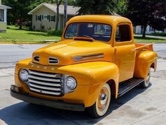 How sweet is this vintage Ford pickup? How sweet is this vintage Ford pickup? 1948 Ford Pickup, 1948 Ford Truck, Car Ford, Ford Obs, Ford Vintage, Vintage Trucks, Vintage Auto, Vintage Travel, Mercedes Amg