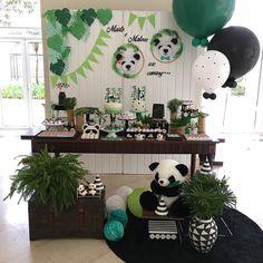 La imagen puede contener: planta e interior Panda Themed Party, Panda Birthday Party, Panda Party, 1st Boy Birthday, Birthday Parties, Bolo Panda, Monsters Inc Baby Shower, Panda Baby Showers, Panda Decorations