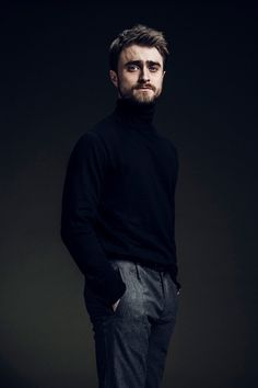 Daniel Radcliffe Covers Esquire Middle East, Talks 'Jungle' : Robert Wunsch photographs Daniel Radcliffe for Esquire Middle East. Daniel Radcliffe Harry Potter, Fans D'harry Potter, Harry Potter Actors, Photography Poses For Men, Portrait Photography, Tyler Posey, Danielle Radcliffe, The Fashionisto, Cat Noir