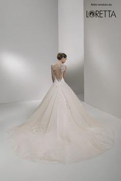 Collezione 2017 | Vestito da sposa con strascico ampio #sposa #wedding #weddingdress #matrimonio
