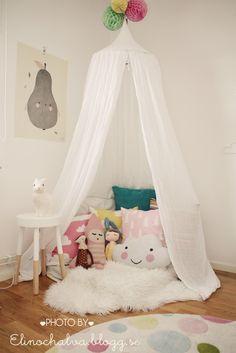Colourful kids room with tipi play space by elinochalva - Shoppingtokig mamma som älskar pyssel intending och mode