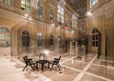 Construido en 2015 en Ljubljana, Eslovenia. Imagenes por Ana Gregorič. La pregunta de los potenciales de inclusión de los visitantes en el proceso participativo de la interacción, entre el espacio de exposiciones y los...