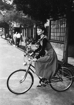 Audrey Hepburn on the location of Sabrina, 1953. Photo by Mark Shaw.