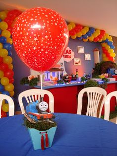 O Pietro escolheu o Thomas e seus amigos para comemorar seu aniversário. A decoração clean se adaptou perfeitamente ao local da festa, que e...
