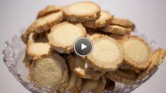 Amandel-speculaasmoppen - recept | 24Kitchen alleen veeeeel meer speculaaskruiden toevoegen, zie filmpje ipv receptingredienten