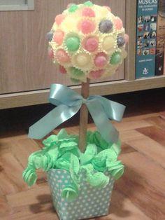 arvore-de-bala-de-goma-enfeite-de-mesa Candy Boutique, Cupcake Shops, Table Lamp, Party, Crafts, Home Decor, Baby Party, Jelly Beans, Candy Bouquet