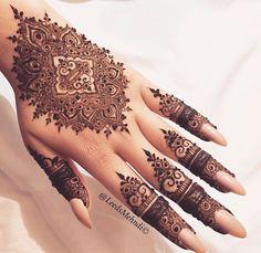 Pinterest // @alexandrahuffy ☼ ☾ Bridal Mehndi Designs, Mehandi Designs, Finger Mehendi Designs, Indian Henna Designs, Beautiful Henna Designs, Henna Tattoo Designs, Hena Designs, Manos Henna, Mehndi Tattoo