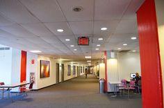 学校の中には、こんなに広いホールウェイがあります。LSIの詳しい情報はこちらから! http://www.ilisny.com/lsi