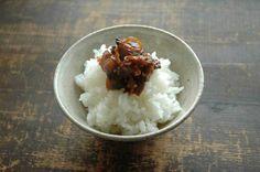 いちばん丁寧な和食レシピサイト、白ごはん.comの「あさりの佃煮(しぐれ煮)の作り方」のレシピページです。たっぷりのあさりを用意して、生姜と醤油をしっかりきかせた佃煮を作りましょう。詳しい写真付きですので「あさりの佃煮」の作り方をぜひ参考にしてみてください。