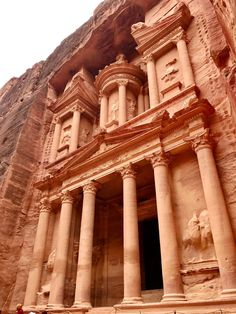 20  Petra travel tips, the ultimate first-timer's guide to Petra | How to plan a self-guided visit to Petra, Petra trip planning tips, how to visit Petra, what to do in Jordan, Petra travel guide, travel tips for Petra, where to stay in Wadi Musa #petra #jordan #bucketlist